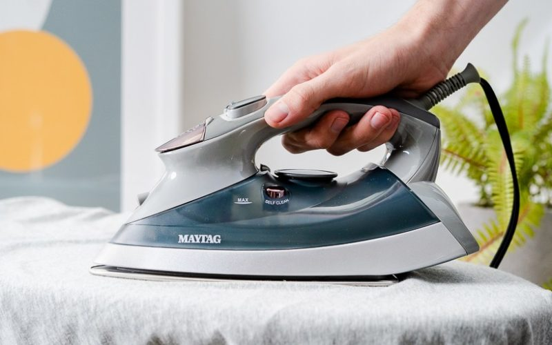 How To Use A Steam Iron | Best Guides For Buyer 2020